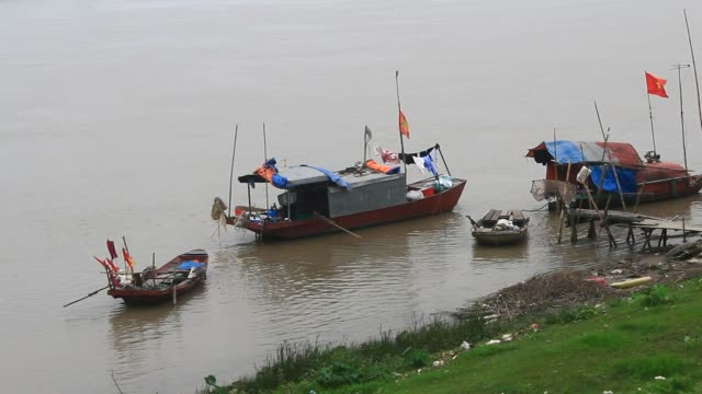 boat-on-the-river-asia