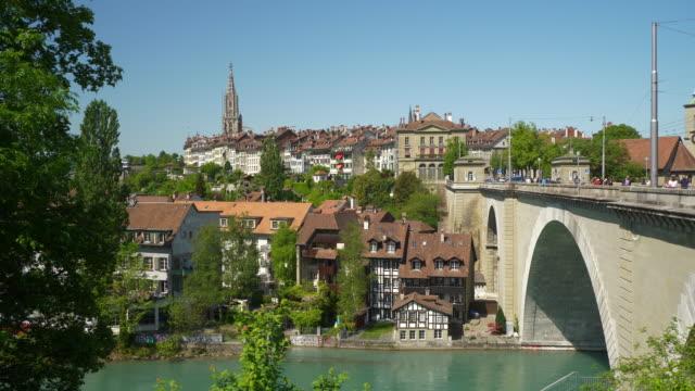 Suiza-Berna-paisaje-soleado-día-río-lado-puente-panorama-4k