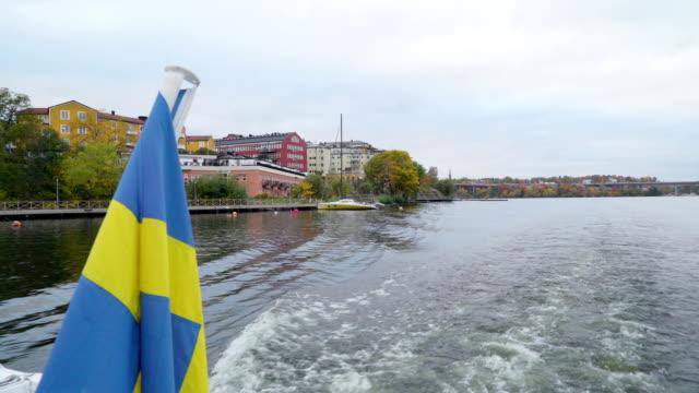 El-aspecto-más-cerca-de-la-embarcación-amarilla-en-el-lado-en-Estocolmo-Suecia