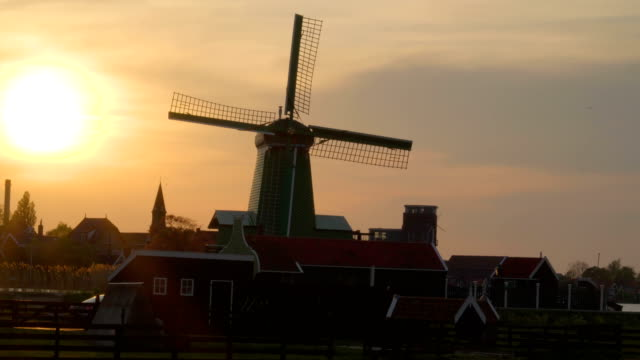 View-of-the-bright-sun-about-to-set-in-the-village-of-Zaanse-Schans