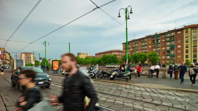 Italia-día-luz-Milán-ciudad-famoso-canal-tráfico-Bahía-panorama-4k-timelapse