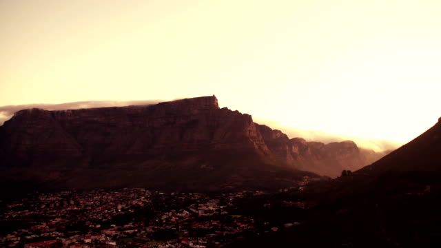 beautifuly-majestic-shot-of-Table-Mountain-in-Cape-Town-South-Africa