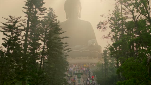 time-lapse-of-tourists-climbing-to-visit-Tian-Tan-giant-buddha