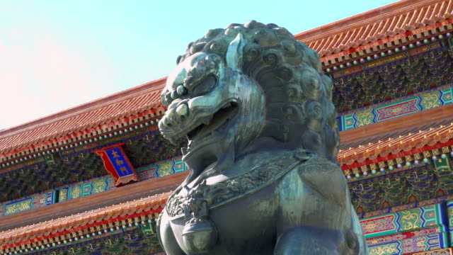 Bronze-lion-in-front-of-the-Hall-of-Supreme-Harmony-in-Beijing-Forbidden-City