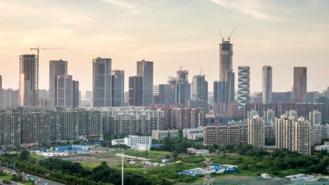 Lapso-de-tiempo-del-paisaje-urbano-en-la-ciudad-nueva-de-Hexi-puesta-de-sol-ciudad-de-nanjing-china
