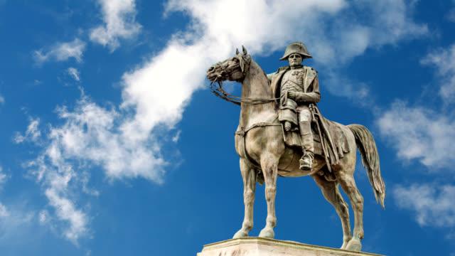 Estatua-del-caballo-de-Napoleón-en-Francia-de-Montereau-falla-Yonne