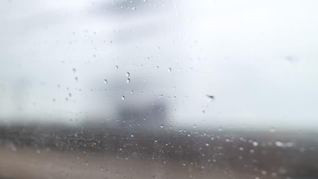 día-de-lluvia-wuhan-al-camino-de-gotas-de-lluvia-de-shenzhen-tren-ventana-viaje-china-de-lapso-de-tiempo-de-k-4