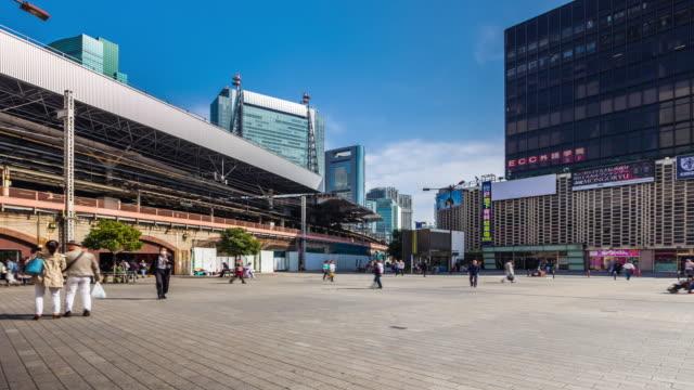 TOKYO-JAPAN-Pedestrians-walking-and-shopping-at-shimbashi-station