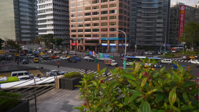 sunset-time-taipei-city-hall-traffic-street-crossroad-slow-motion-panorama-4k-taiwan