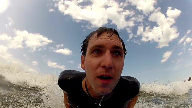 CLOSE-UP:-Young-man-bodyboarding