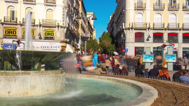 Madrid-día-soleado-Plaza-Puerto-del-sol-fuente-4-K-lapso-de-tiempo-de-España