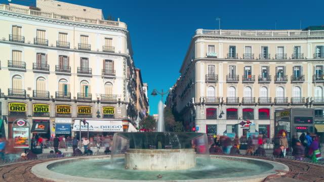 Madrid-la-luz-del-día-de-Puerto-del-sol-Plaza-fuente-4-K-lapso-de-tiempo-de-España