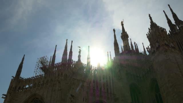 Italia-sol-luz-día-tiempo-Milán-famoso-duomo-Catedral-azotea-delantera-panorama-4k