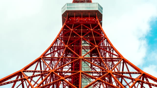 Time-lapse-of-Tokyo-tower-in-blue-sky