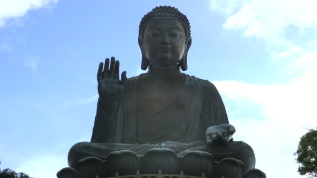 close-up-of-tian-tan-bronze-buddha-in-hong-kong