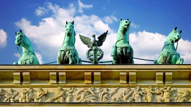 Turismo-en-la-capital-de-Alemania-Puerta-de-Brandenburgo-en-Berlín-