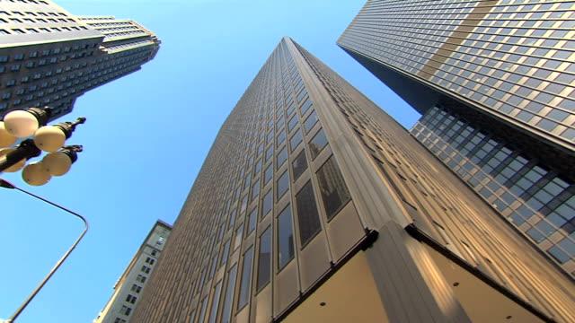 Ángulo-bajo-los-rascacielos-de-múltiples-pan-de-alta-definición