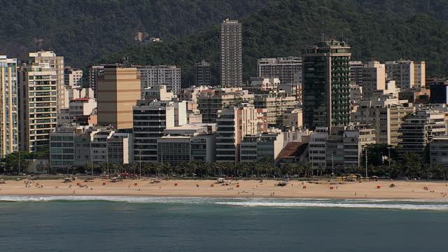 Aérea-de-acercamiento-vista-del-Playa-Río-de-Janeiro