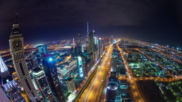 noche-luz-dubai-ciudad-principal-del-tráfico-carretera-cubierta-superior-panorama-4-tiempo-k-lapso-Emiratos-Árabes-Unidos