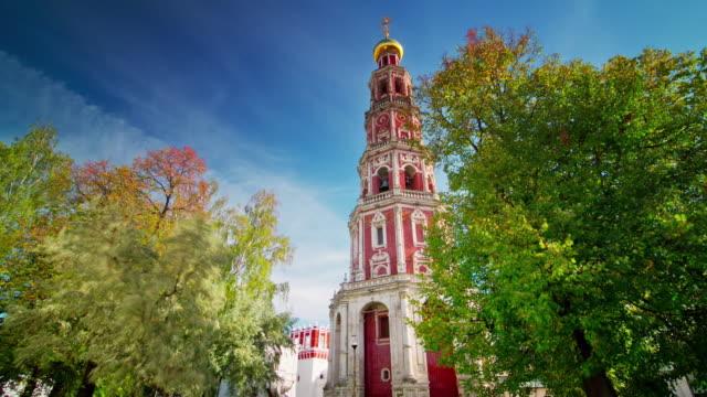 panorámica-iglesia-del-día-de-la-verano-Moscú-Rusia-4k-lapso-de-tiempo