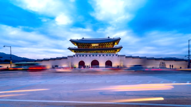 Time-lapse-of-Gwanghwamun-Gate-and-traffic-at-night-in-Seoul-South-korea-