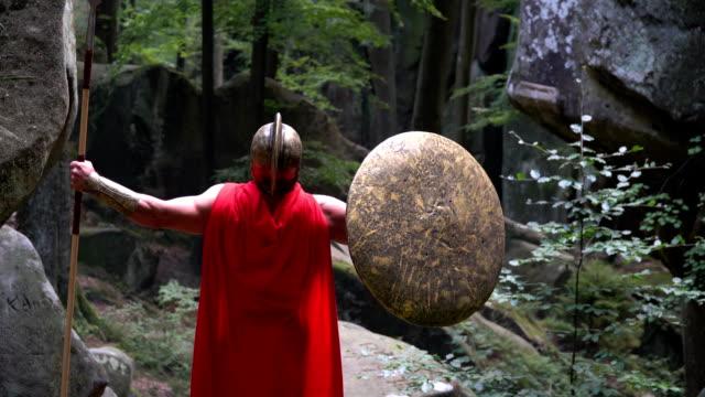 Mittelalterlicher-Krieger-im-Wald