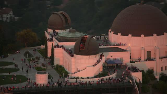 Los-Ángeles-toma-aérea-del-Observatorio-Griffith-en-el-ocaso-