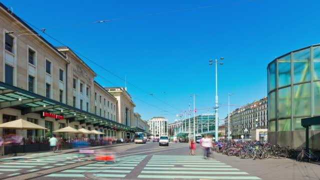 der-Schweiz-Sonnentag-Genf-Stadt-Zug-Bahnhof-Verkehr-Straße-Panorama-4k-Zeitraffer