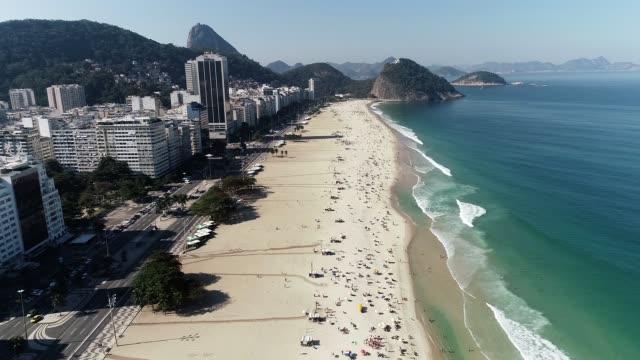 Drone-playa-vista-de-Copacabana-y-Leme-Rio-de-Janeiro
