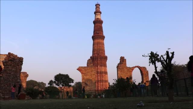 Qutub-Minar-en-Delhi-tiempo-lapso