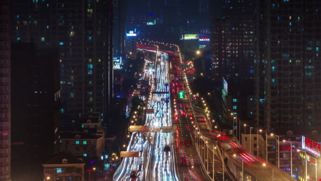 carretera-principal-de-tráfico-ligero-de-noche-4-tiempo-k-lapso-desde-la-ciudad-de-shanghai
