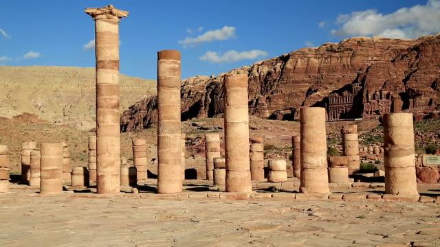 Columnas-del-gran-templo-de-Petra-Jordania