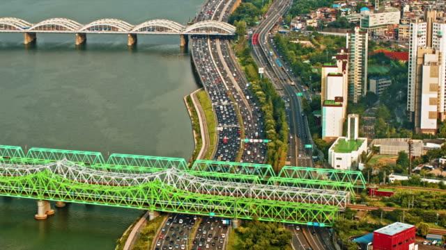 Vista-aérea-del-tráfico-de-la-ciudad-moderna