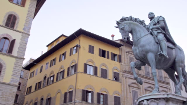 Equestrian-Monument-of-Cosimo-I-Piazza-della-Signoria-Florence-Italy