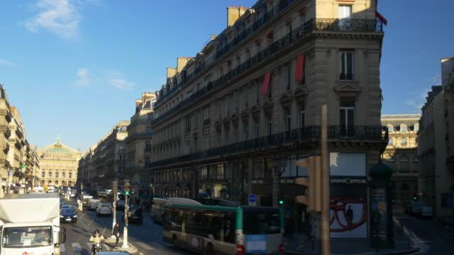 día-soleado-de-Francia-planta-del-autobús-de-dos-pisos-París-paseo-pov-calle-panorama-4k