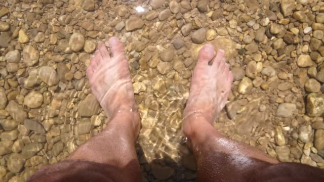 Feet-getting-wet-on-the-water