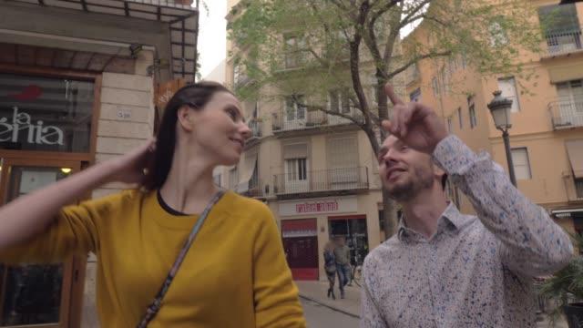 A-tourist-couple-in-Valencia