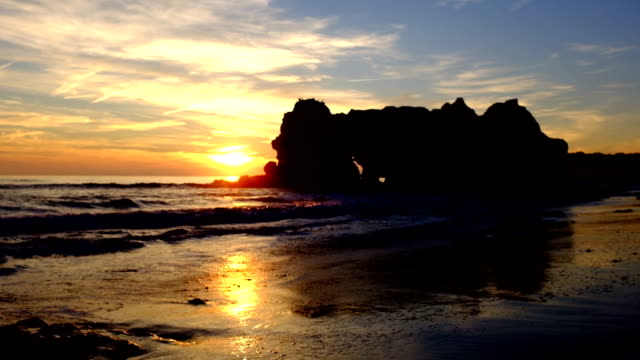 Sonnenuntergang-auf-Praia-da-Rocha-in-Portugal