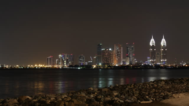 night-4k-time-lapse-from-dubai-palm-place