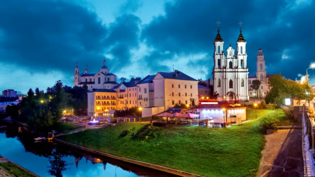 Vitebsk-en-la-noche-Bielorrusia