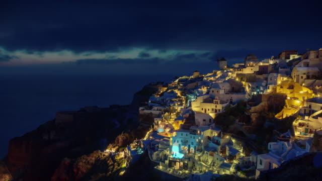 panorama-de-la-colina-de-santorini-iluminada-al-atardecer-isla-oia-ciudad-Bahía-4-tiempo-k-caer-Grecia
