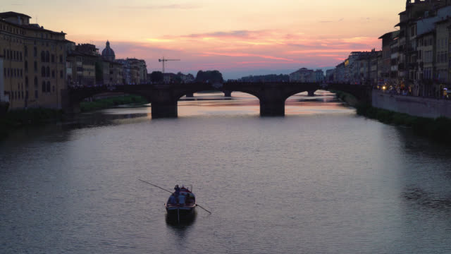 Florence-Tuscany-Italy-View-of-the-St-Trinity-Bridge-at-sunset