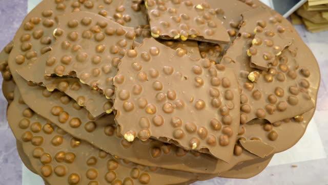 La-crepe-de-chocolate-con-maní-en-él