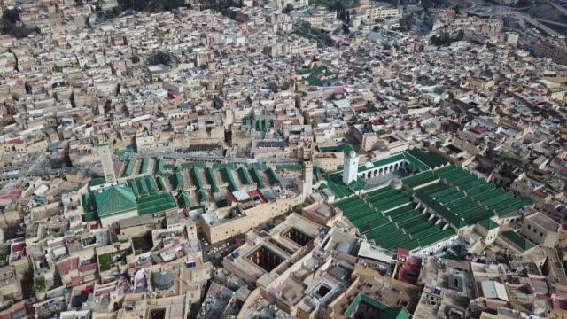 Vista-aérea-de-la-medersa-en-la-antigua-Medina-de-Fez