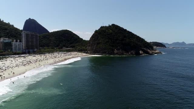 Vista-de-drone-de-playa-Leme