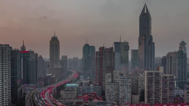 tráfico-4-k-tiempo-transcurrido-desde-la-azotea-de-noche-de-Shangai