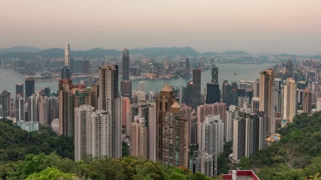 Hong-Kong-China-Timelapse---gran-ángulo-de-puesta-de-sol-vista-desde-el-acantilado-del-suicidio