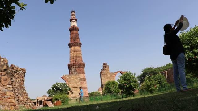 Qutub-Minar-patrimonio-de-la-humanidad-por-la-UNESCO-Delhi