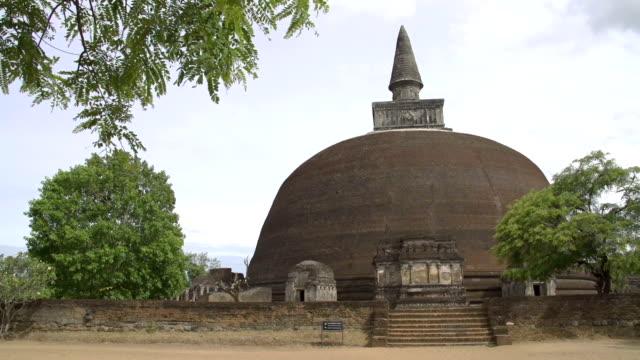 Ancient-temple-of-Sri-Lanka