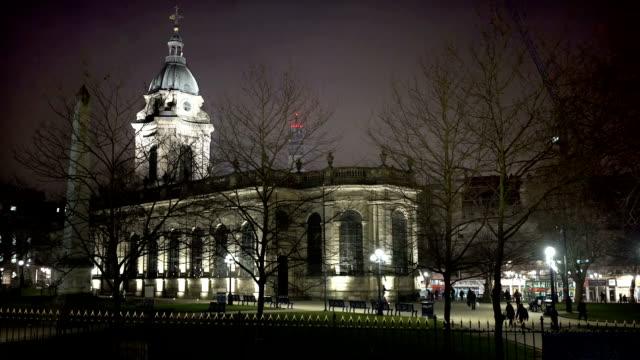 Catedral-de-Saint-Phillip-en-la-noche-Birmingham-Reino-Unido